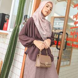 Bismillahirrahmanirrahim,Wear atiya in style with L Bags and Persona Series 😍Available for order through whatsapp admins & e-commerce! Happy Shopping🤍Website: www.lbylcb.com Malaysia: +60 112-1257-168 Whatsapp 1: +62 812-9125-6179 Whatsapp 2: +62 8211-2250-088 Whatsapp 3: +62 812-2181-6645 CS Website: +62 8124-4687-795#LbyLCB #LoveConfidenceBeauty #AtiyaSeries